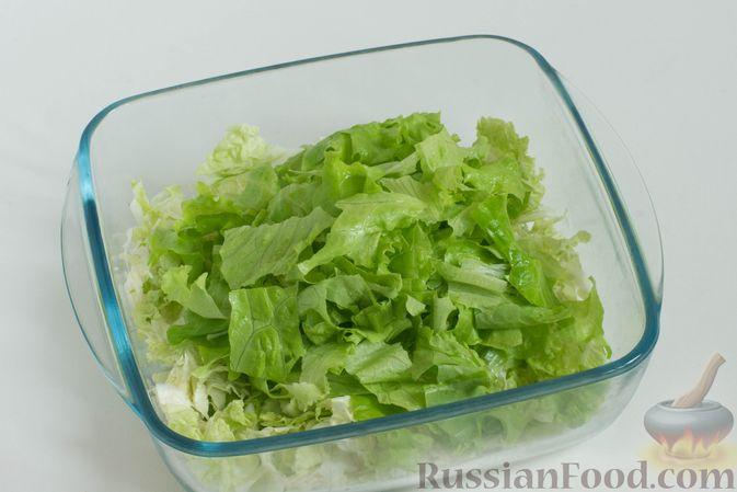 Фото приготовления рецепта: Зеленый салат с кукурузой и арахисом - шаг №3