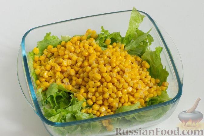 Фото приготовления рецепта: Зеленый салат с кукурузой и арахисом - шаг №5