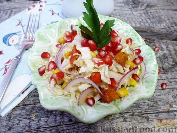 Фото к рецепту: Салат из пекинской капусты с хурмой