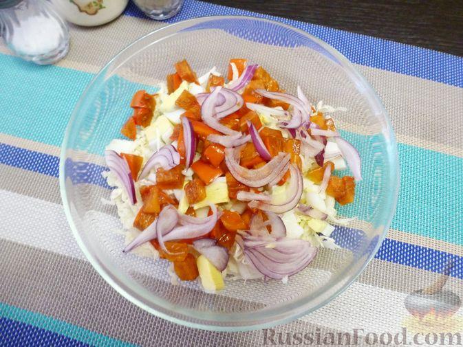 Фото приготовления рецепта: Салат из пекинской капусты с хурмой - шаг №5