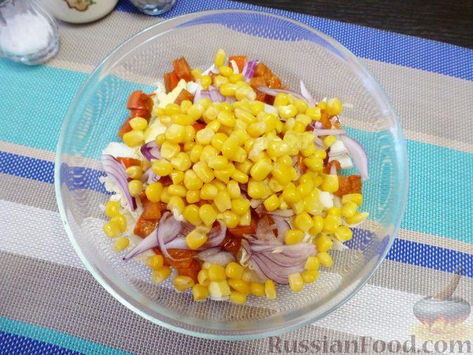 Фото приготовления рецепта: Салат из пекинской капусты с хурмой - шаг №6