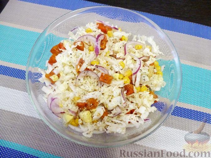 Фото приготовления рецепта: Салат из пекинской капусты с хурмой - шаг №8