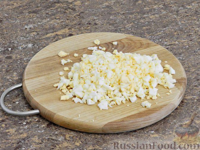 Фото приготовления рецепта: Мясной салат с орехами - шаг №4