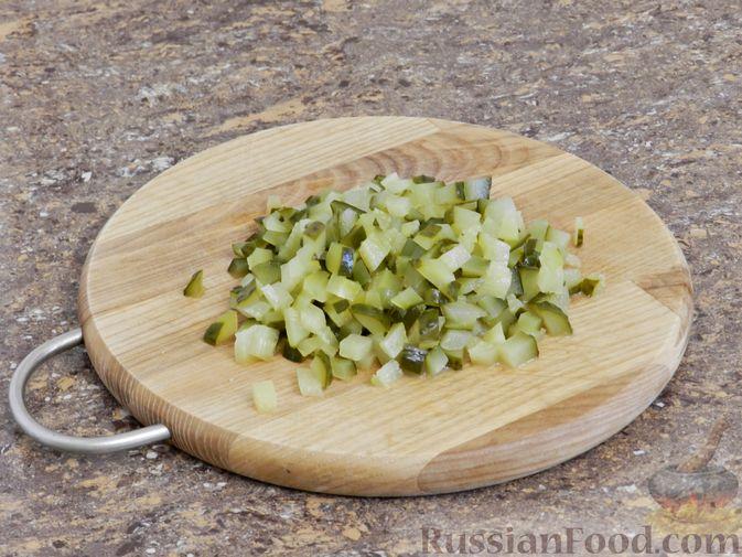Фото приготовления рецепта: Мясной салат с орехами - шаг №6