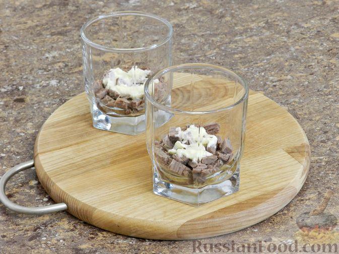 Фото приготовления рецепта: Мясной салат с орехами - шаг №8