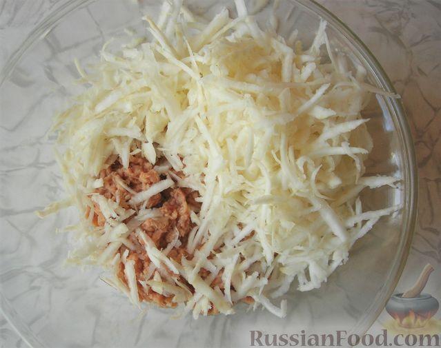 Фото приготовления рецепта: Закуска с тунцом и сельдереем на ананасовых кольцах - шаг №3