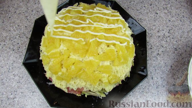 Фото приготовления рецепта: Слоёный салат с форелью и апельсином - шаг №12