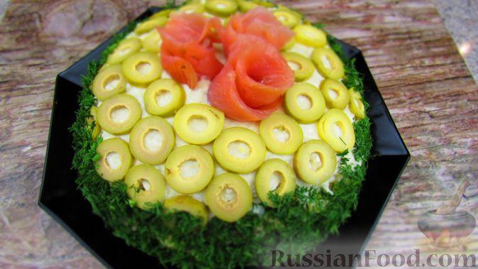 Фото приготовления рецепта: Слоёный салат с форелью и апельсином - шаг №14
