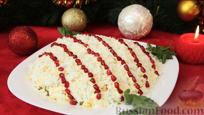 """Фото приготовления рецепта: Слоёный салат """"Бусы на снегу"""" с говядиной - шаг №12"""