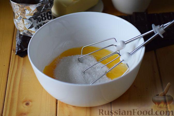 Фото приготовления рецепта: Шоколадная помадка с вишней и миндалем - шаг №2
