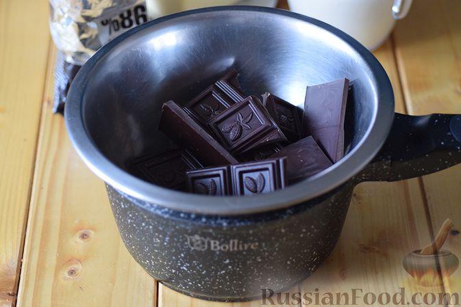 Фото приготовления рецепта: Шоколадная помадка с вишней и миндалем - шаг №4