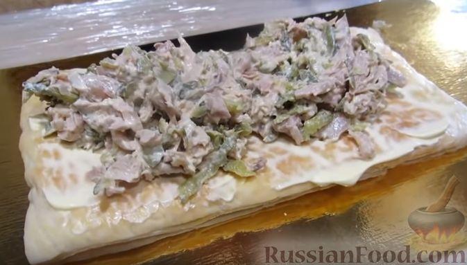 """Фото приготовления рецепта: Мясной закусочный """"Наполеон"""" - шаг №8"""