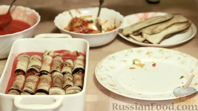 Фото приготовления рецепта: Рулетики из баклажанов, маринованные в томатном соусе - шаг №14