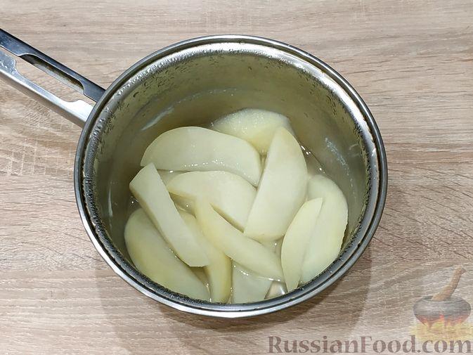 Фото приготовления рецепта: Рагу с кабачками, сладким перцем и яблоками в сметане - шаг №7