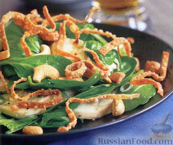 Рецепт Салат с курицей, свежим шпинатом и орешками кешью