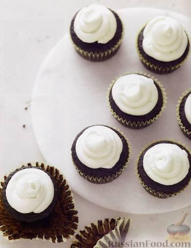Рецепт Шоколадные кексы с кремом-меренгой