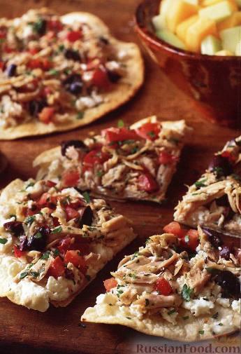 Рецепт Тостады с курицей и сыром «Фета»
