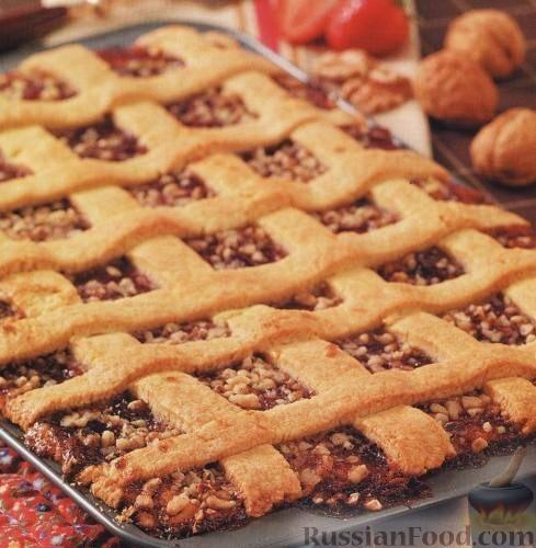 Рецепт Венгерский пирог с клубничным джемом и орехами