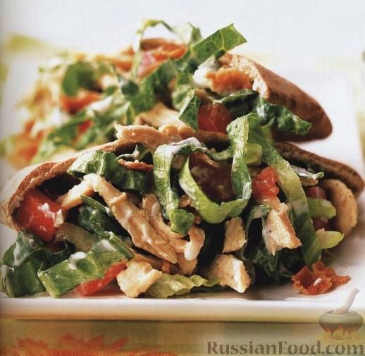 Рецепт Куриный салат с копченым беконом и голубым сыром
