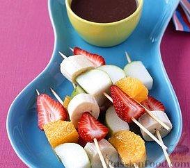 Рецепт Фруктовые «шашлычки» с шоколадным соусом