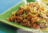 Фото к рецепту: Лапша со свининой, зеленым луком и грибами