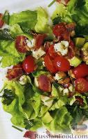 Фото к рецепту: Салат «Кобб» с курицей и свежей зеленью