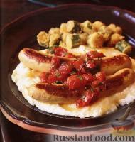 Фото к рецепту: Индюшачьи сосиски и гритс под томатным соусом