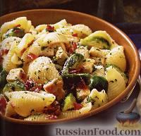 Фото к рецепту: Макароны-«ракушки» с курицей и брюссельской капустой.