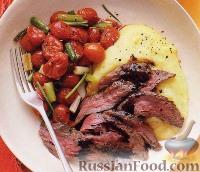 Фото к рецепту: Говядина с жареными помидорами, полентой и бальзамическим уксусом