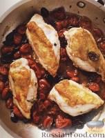 Фото к рецепту: Куриные грудки, жареные с помидорами