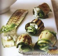 Фото к рецепту: Рулетики из цуккини с пряностями и сыром