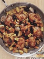Фото к рецепту: Курица с пастернаком и сухофруктами