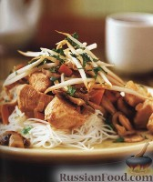 Фото к рецепту: Курица жареная (стир-фрай) по-тайски