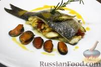 Фото к рецепту: Морской волк фаршированный овощами с мидиями и шафрановым маслом