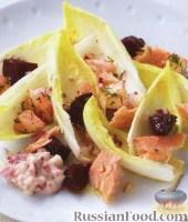 Фото к рецепту: Копченая семга со свеклой, яблоками и укропом