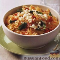 Фото к рецепту: Фарфалле со шпинатом и беконом