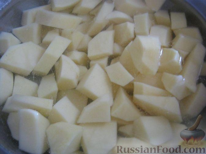 Фото приготовления рецепта: Суп гороховый с копченостями - шаг №4