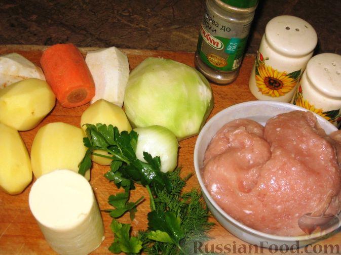 Фото приготовления рецепта: Суп с куриными фрикадельками и кольраби - шаг №1