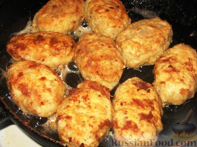 Фото приготовления рецепта: Фриттата с лососем и брюссельской капустой - шаг №4