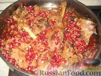 """Фото приготовления рецепта: Армянское блюдо """"Хохо"""" (гусь тушеный с гранатом) - шаг №7"""