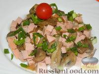 Фото к рецепту: Салат из шампиньонов, приготовленных с вином