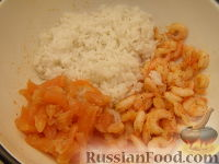 Фото приготовления рецепта: Салат из креветок и семги - шаг №6