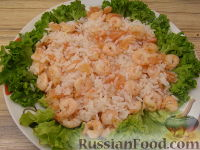 Фото приготовления рецепта: Салат из креветок и семги - шаг №8