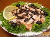 Фото приготовления рецепта: Салат из креветок и семги - шаг №9