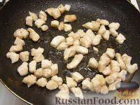 Фото приготовления рецепта: Салат из курицы с шампиньонами и сыром - шаг №3