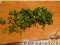 Фото приготовления рецепта: Салат из курицы с шампиньонами и сыром - шаг №8