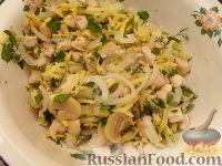 Фото приготовления рецепта: Салат из курицы с шампиньонами и сыром - шаг №10