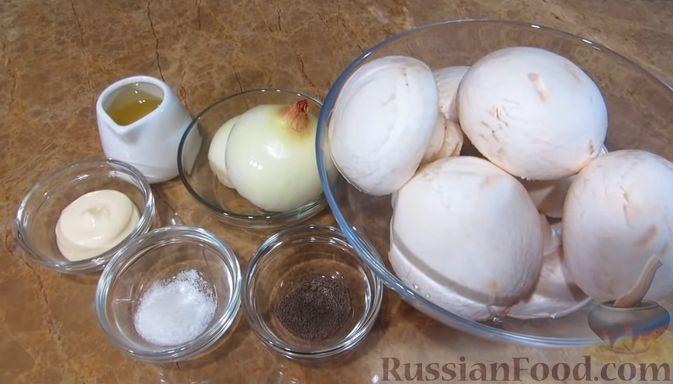 Фото приготовления рецепта: Мясной закусочный торт с грибами и маринованными огурцами - шаг №5
