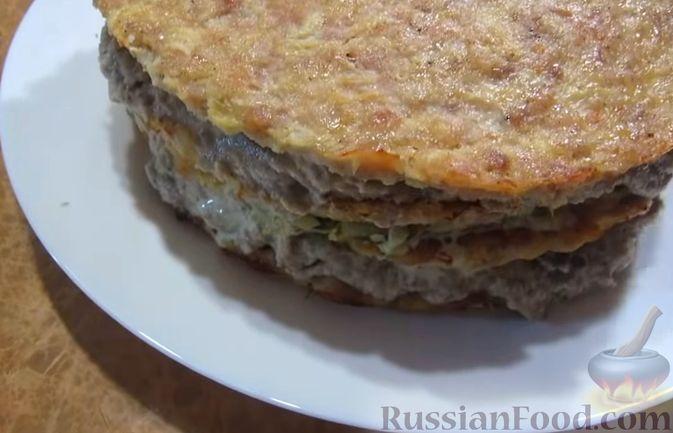 Фото приготовления рецепта: Мясной закусочный торт с грибами и маринованными огурцами - шаг №14