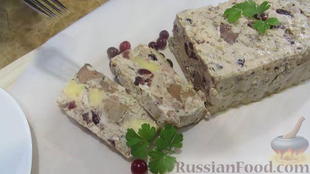 Фото приготовления рецепта: Куриный террин с клюквой и сыром - шаг №14